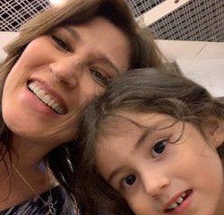 Beth Goulart e a neta Maria Luiza